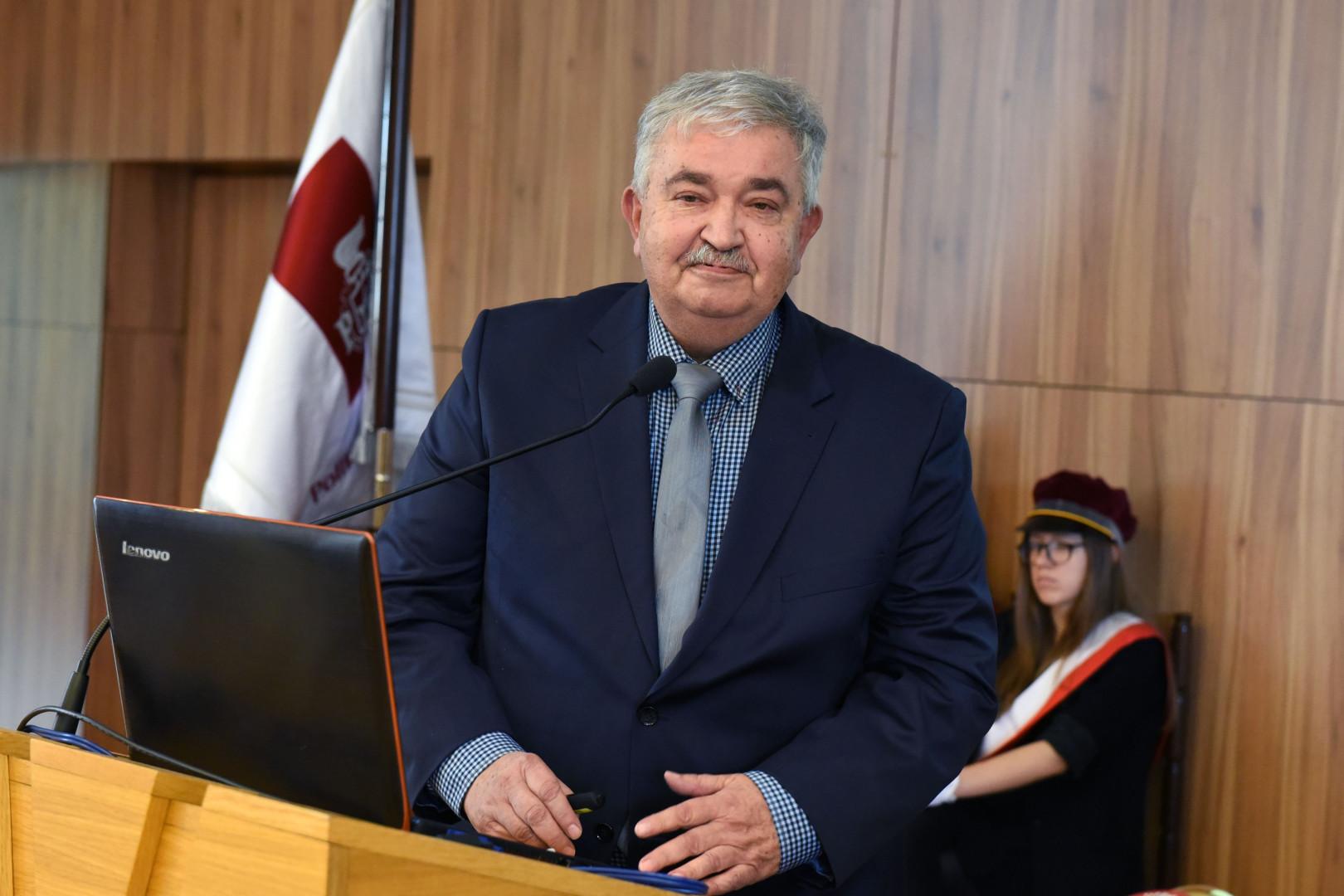 Wykład inauguracyjny Techniczne i społeczne aspekty technologii 5G wygłosił prof. Andrzej Krawczyk, prezes Polskiego Towarzystwa Zastosowań Elektromagnetyzmu.